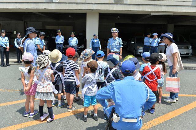 警察官から交通指導
